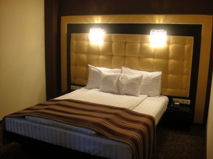 Queen size bed standard room single
