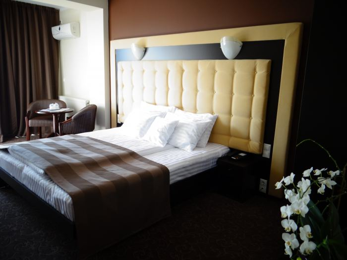 King size bed business room single