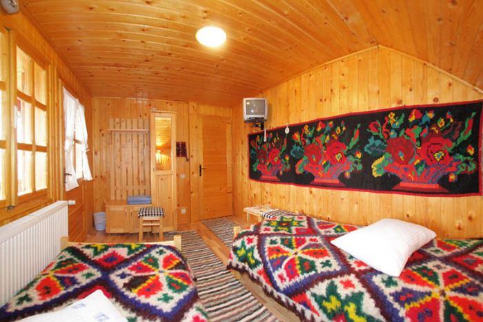 4 camere cu 2 paturi simple