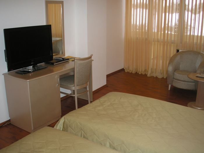 Camera 3* doua paturi individuale (mic dejun inclus)