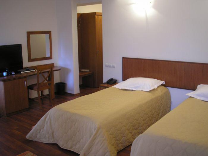 Camera 4* doua paturi individuale (mic dejun inclus)