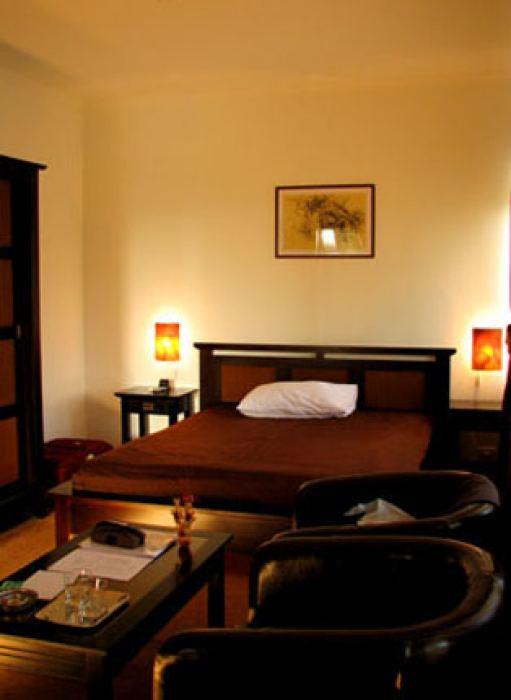 • camera cu pat matrimonial