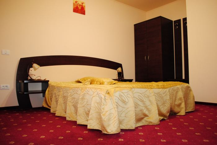 Apartament(pat matrimonial+un pat pliant)