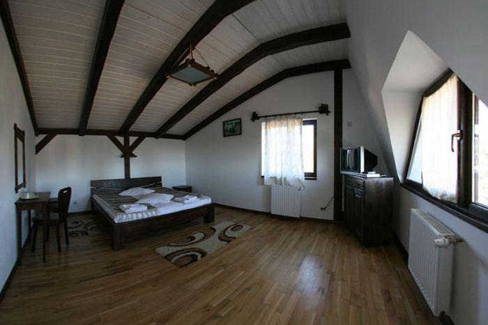 Apartament matrimonial cu 2 camere