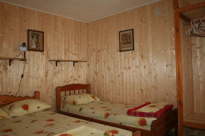 Camera 3 locuri cu baie proprie, tv si minifrigider