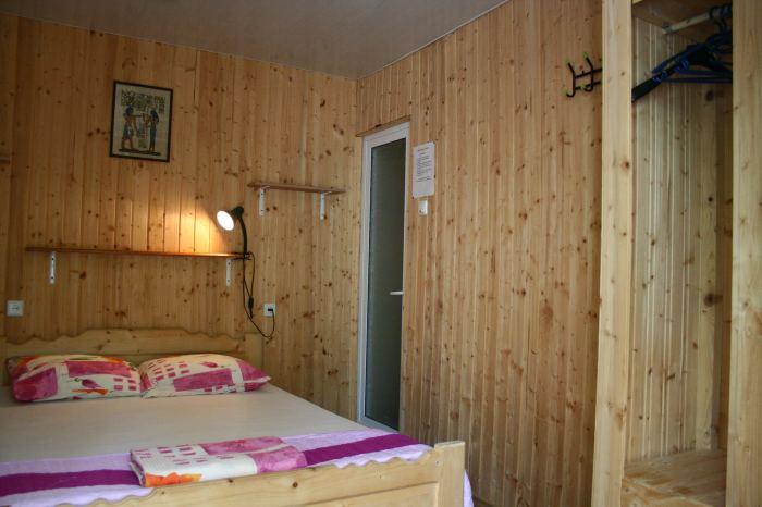 Camera 2 locuri cu baie proprie, tv si minifrigider