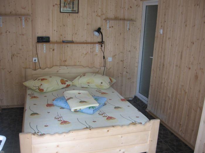 Camera 2 locuri cu baie, tv si minifrigider