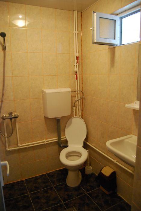 Camera 3 locuri cu baie, tv si minifrigider