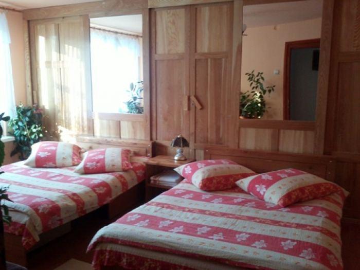 camera pentru trei sau patru persoane