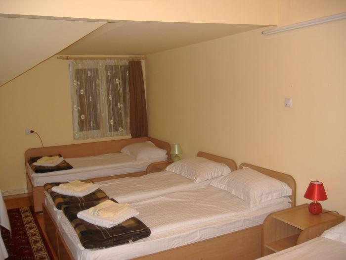 Camera 5 locuri