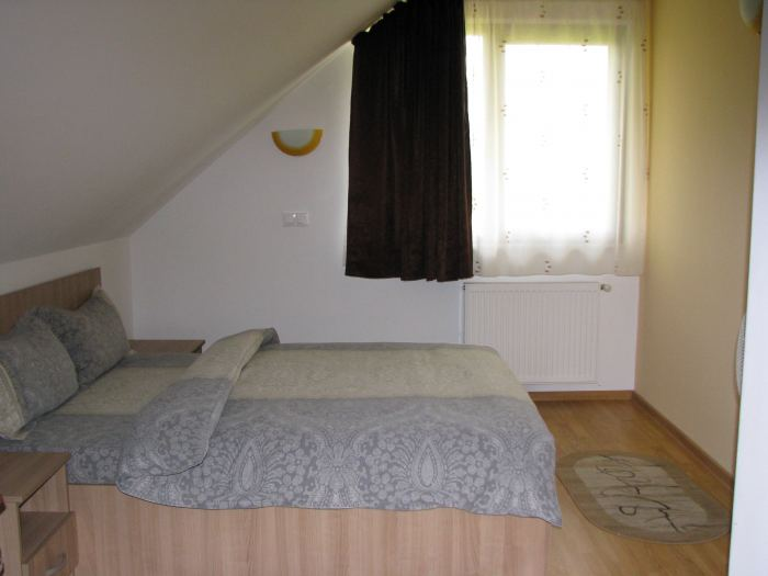 Suita cu 2 dormitoare mansarda
